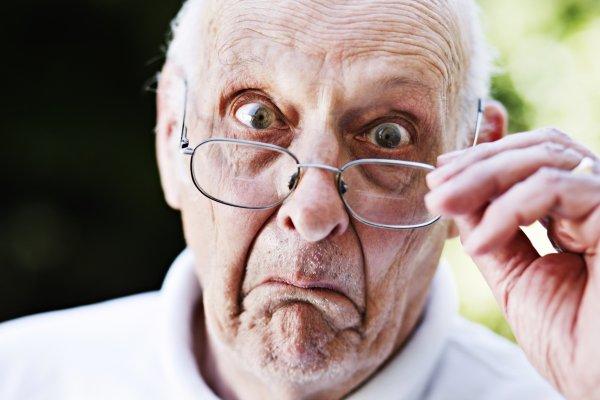 Elle montre ses fesses et son sexe à un retraité de 73 ans !