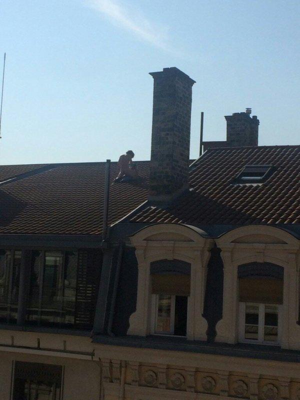 PHOTOS : Un couple photographié en train de faire l'amour sur le toit d'un immeuble à Lyon !