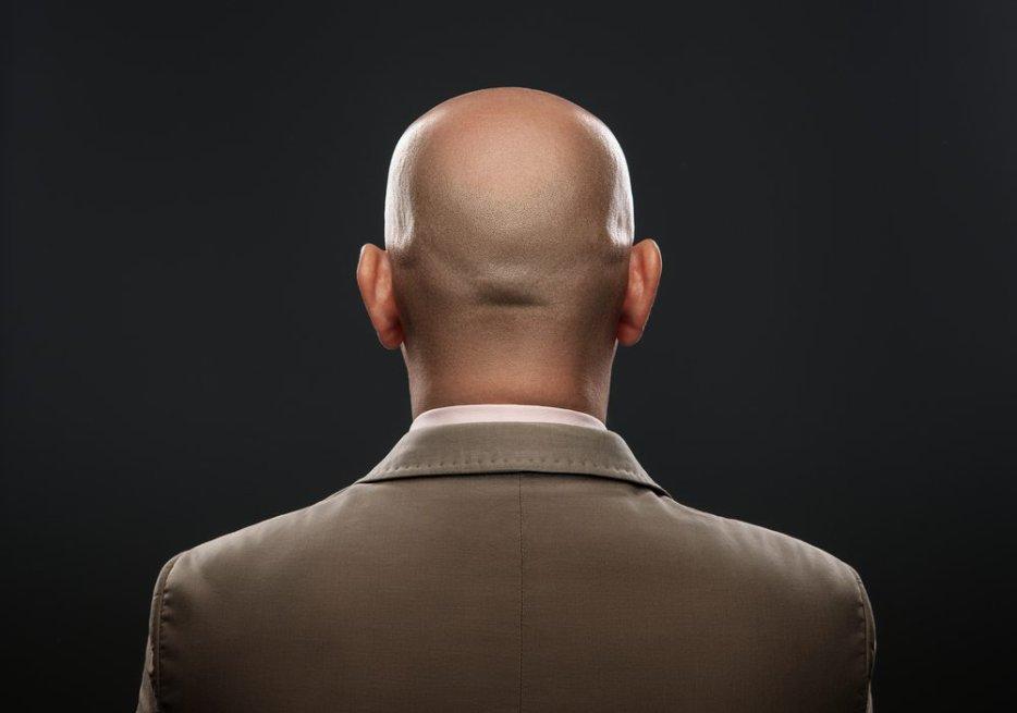 Il braque un salon de coiffure avec un sabre pour du gel alors qu'il est chauve !