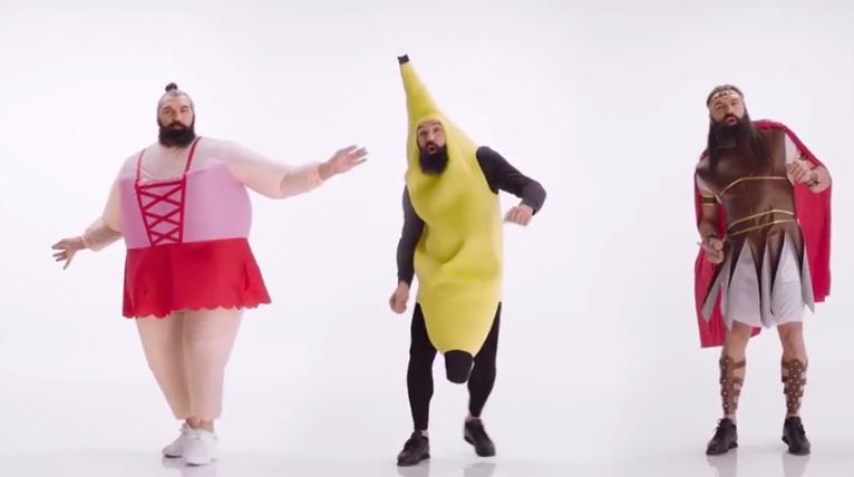 Quand Sebastien Chabal chante déguisé en banane !