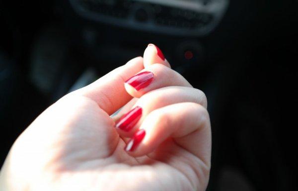 Elle se coupe la main avec une scie circulaire pour escroquer les assurances !