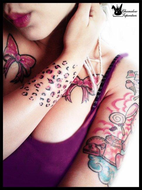 Des tatouages dans un monde tout rose ..