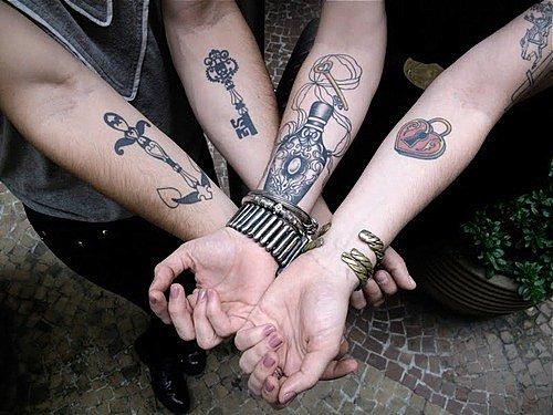 Les tatouages entre amis