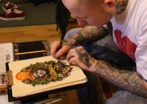 Les mains d'artistes en action ..