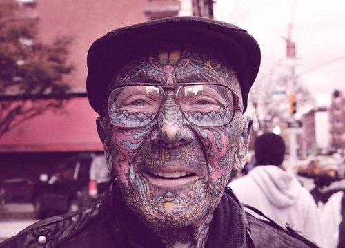 Qui a dit qu'une fois vieux, les tatoués avaient l'air ridicules ?