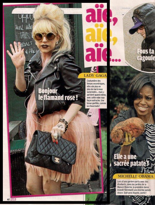 J'adore son sac Chanel & son perfecto noir en cuir. They are so beautiful !