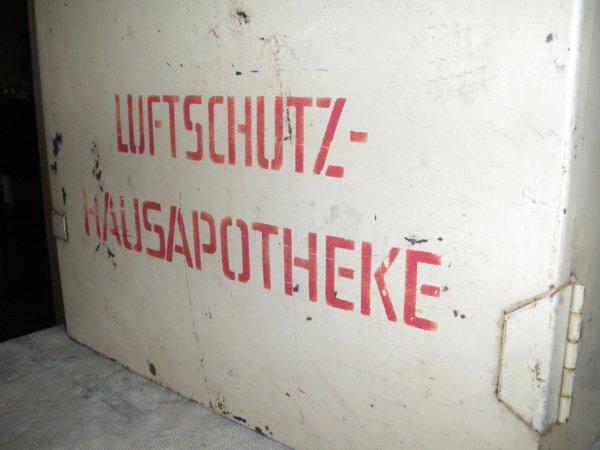 Armoire à pharmacie de la LUFTSCHUTZ