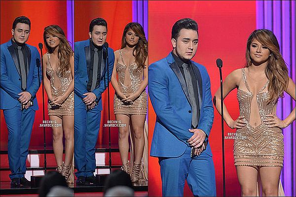 """30 / 04 / 15 :NotreBecky Ga été à la cérémonie des""""Billboard Latin Music Awards"""" à Miami. Becky notre belle latina a été à cette cérémonie ou tout les chanteurs latino étaient au rendez-vous. Elle a remis un award."""