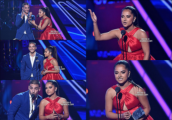 16 / 07 / 15 :NotreBecky a été la cérémonie des Univision's Premios Juventud à LA. Becky a été avec une robe rouge & une queue de cheval haute qui la met en valeur donc c'est un Top. Elle a aussi performée.