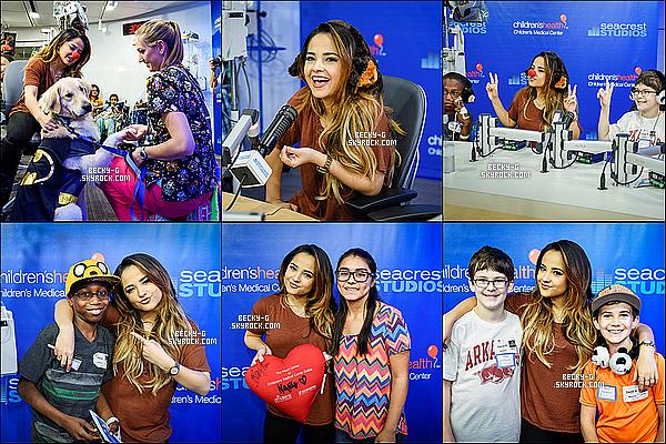 """23 / 10 / 15 :Beckya été à la radioSeacrest Studiosà Dallas ou elle a rencontrée ses jeunes fans. Beckyasignée des autographes et a pris beaucoup de selfies avec ses jeunes fans. Elle a aussi performer """"Shower"""" à la radio."""