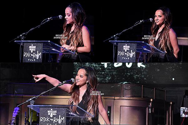 """01/ 12 / 15 :Notre Beckya été au """"Musicans On Call"""" ou elle a remis un prix a un musicien. Beckya été tres souriante & adorable lors de cette cérémonie au prix. Elle est très belle & bien présentable je le met un TOP pour cela."""
