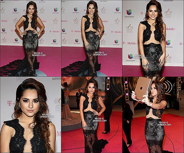 19 / 02 / 15 : Beckysi sublime, a été à l'événement des Premios Lo Nuestros Awardsà Miami. Beckysur le tapis a été si sublime & souriante, je la trouve très jolie avec sa coupe. Cependant lors de la cérémonie elle a remi un prix.