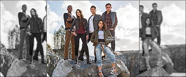 """Voici un beauphotoshoot du casting du film """"Power Rangers"""" prévu en 2017. Notre Beckyen tant qu'actrice cette fois ci, jouera dans ce film en interprétant le rôle de Ranger Jaune. Au coté de Naomi Scoott."""