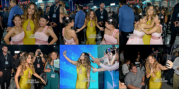"""14 / 07 / 16 :Becky si jolie,a été à la cérémonie des Premios Juventud 2016à Miami (Floride). Becky était bien présente à la céréromie si sublime je trouve un TOP, elle a performée """"sola"""" son single & a remi aussi un prix."""