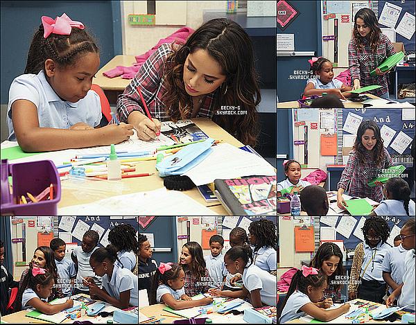 01 / 09 / 16 :Becky dans une école pour une association Yoobi, aider des enfants sans matériel. Beckysublime & aimable, revient en aide pour ses enfants qui manquent de matériels scolaires. J'adore cette action & très aimable.