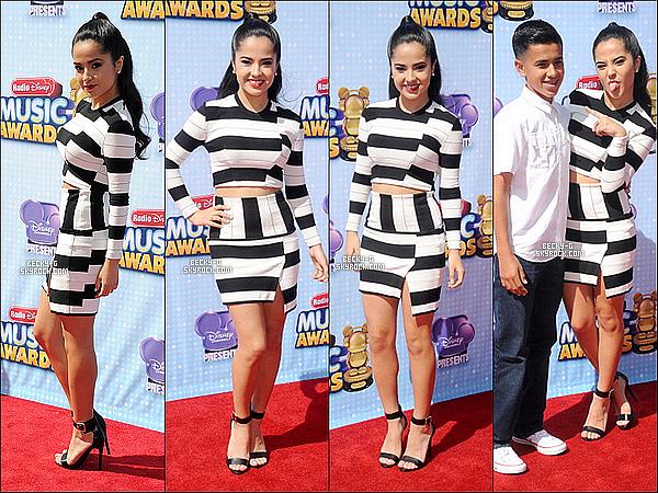 """26 / 04 / 14 :Beckyjolie,a été à l'événement """"Radio Disney Music Awards""""à LA avec son frère. Beckysublimea gagné les catégories dans laquelle elle était nominée dont 2 prix. De plus elle a chantée""""Shower"""". Au TOP !"""