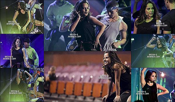"""03/ 10 / 16 :Becky a été vue en répétant son show aux LatinAMAs pour chanter """"Mangù"""". Becky & ses danseursont beaucoup répétés pour ce show car c'était le premier live de son nouveau titre """"Mangù"""". Faut etre au Top!"""