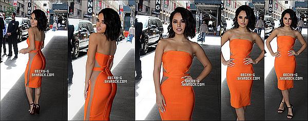 16 / 05 / 17 : Notre Beckya étéà l'événementde Univision's 2017 par Upfront à New York. Becky a été donc sublime et très classe durant ce capet, une robe orange très moulante. Je dis TOP, j'aime beaucoup sa tenue *-*
