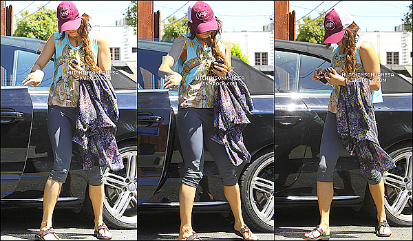 -02.05.13 : Vanessa Hudgens vue, sortant de Shelter son cours de yoga dans Studio City. Like ! -