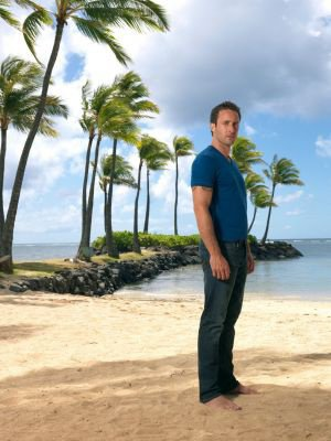 Photoshoot de Alex O'Loughlin pour la saison 2 de Hawaii 5-0
