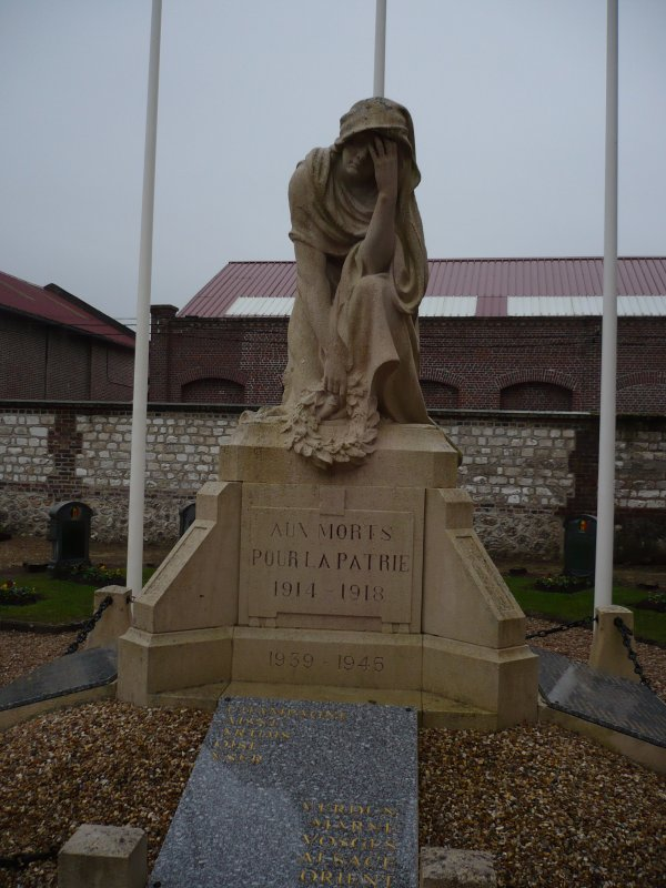 MONUMENT AUX MORTS GRAND-ONCLE EDOUARD DUGAL.