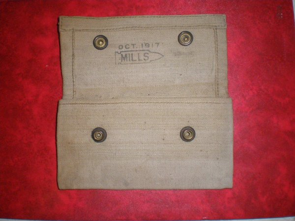 RENTREE US WW1 POCHETTE PANSEMENT ET POCHETTE GAMELLE.