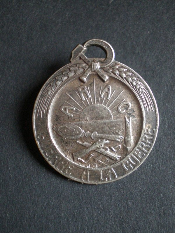 RENTREE MEDAILLE A.R.A.C PACIFISTE COMMUNISTE.