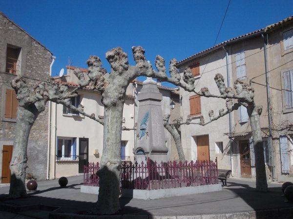 MONUMENT MOUSSAN ET PEYRIAC SUR MER  (AUDE).