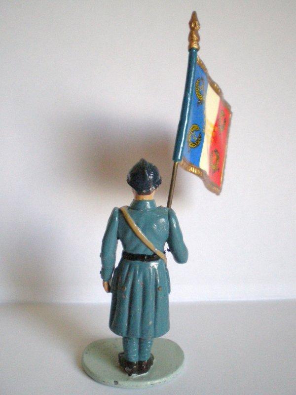 SOLDAT HACHETTE PORTE DRAPEAU 23ème RGT.