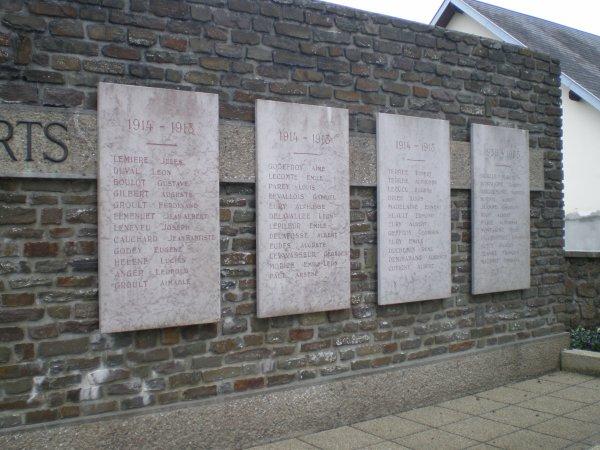 MONUMENT ST-JEAN DES BAISANTS (50)