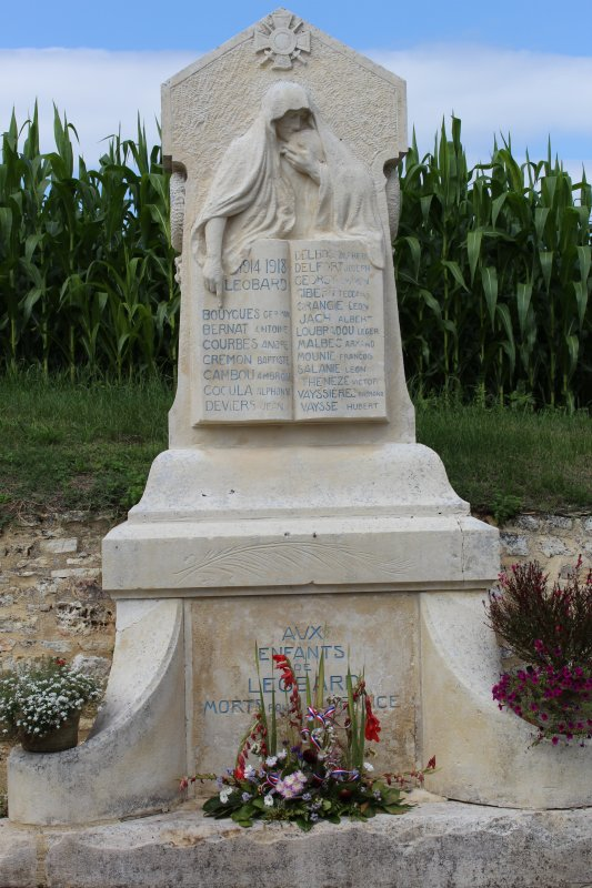 MONUMENTS AUX MORTS: LEOBARD (LOT)