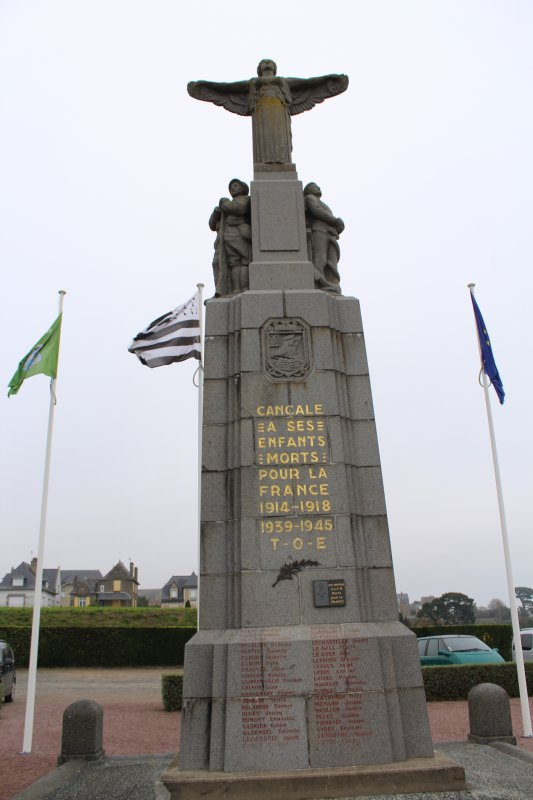 MONUMENTS AUX MORTS: CANCALE (35).