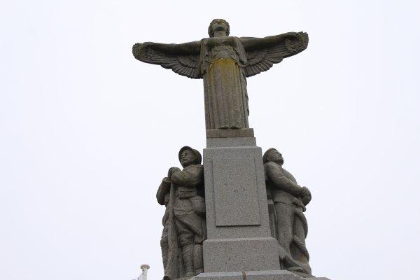 MONUMENTS AUX MORTS: CANCALE (35).