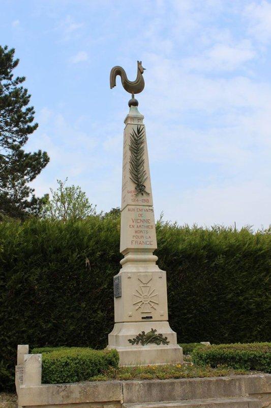 MONUMENT AUX MORTS  VIENNE EN ARTHIES( 95) parc du Vexin.