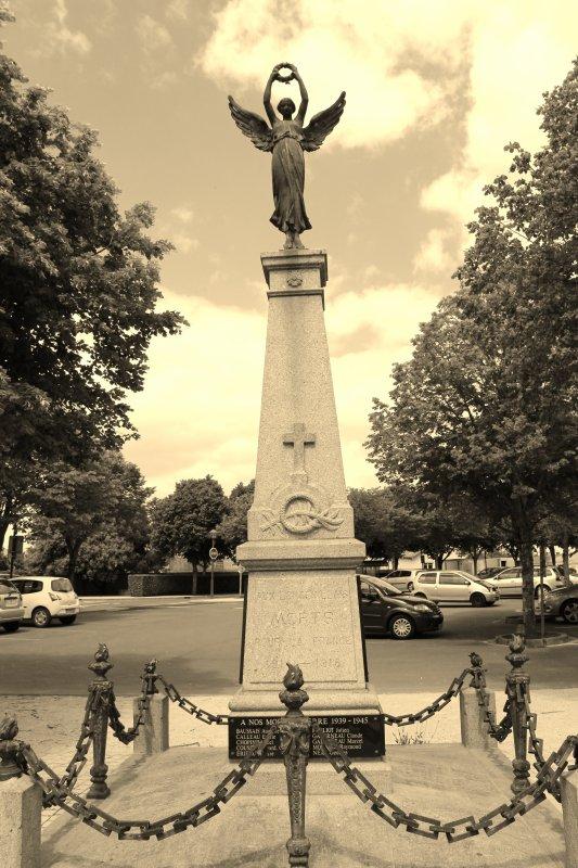 MONUMENT LONGEVILLE S/MER (Vendée)