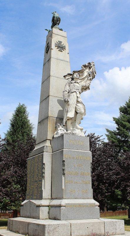 MONUMENT RIOM ES MONTAGNES (CANTAL)