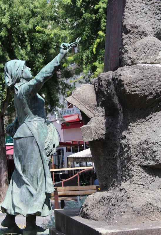 MONUMENT ESPALION (AVEYRON)