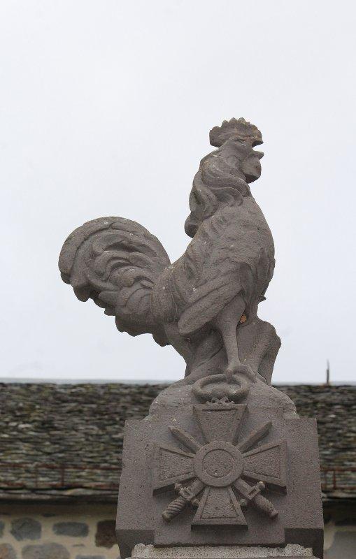 MONUMENT LAVASTRIE (CANTAL)