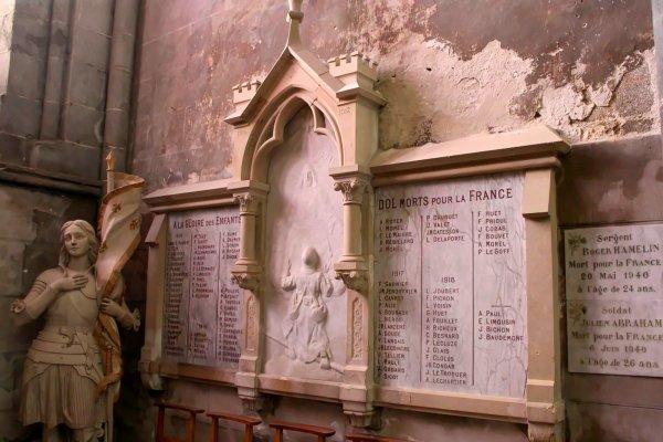 MONUMENT DOL DE BRETAGNE (35).