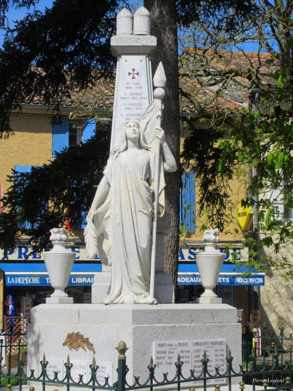 MONUMENT AUX MORTS SAINT-CLAR (GERS)