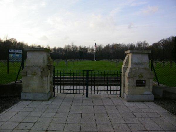 MONUMENT AUX MORTS EMBRES-ET-CASTELMAURE (AUDE)