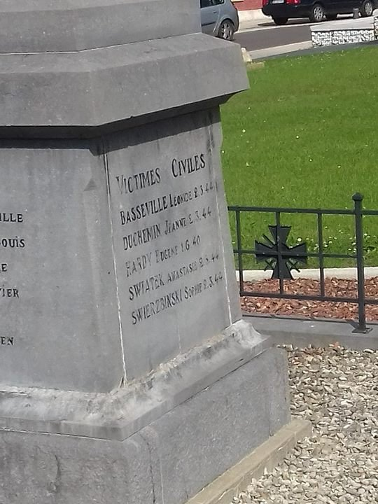 MONUMENT AUX MORTS HARLY (02)