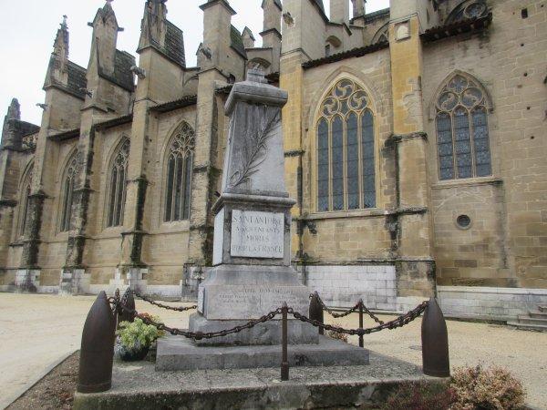 MONUMENT AUX MORTS St-ANTOINE L'ABBAYE (38)