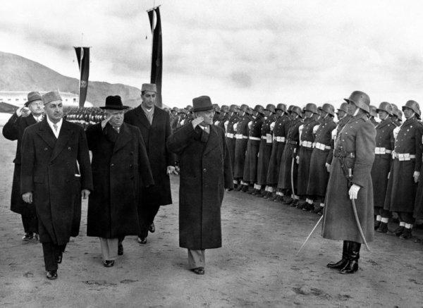 IMAGE DU NET VISITE KHROUCHTCHEV 1955 A KABOUL.