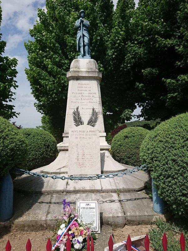MONUMENT AUX MORTS .(21)