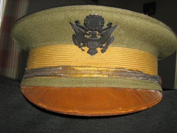BROCHE/BOITE CASQUETTE U.S WW.1.ARTILLERIE.