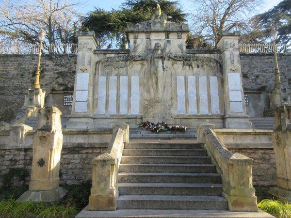MONUMENT CASTELNAUDARY (AUDE).