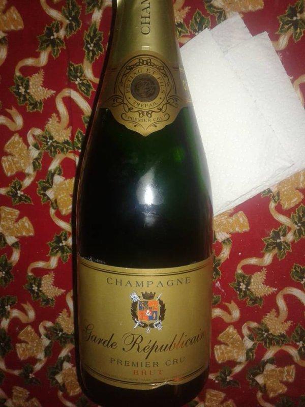 Santé !! champagne garde républicaine .