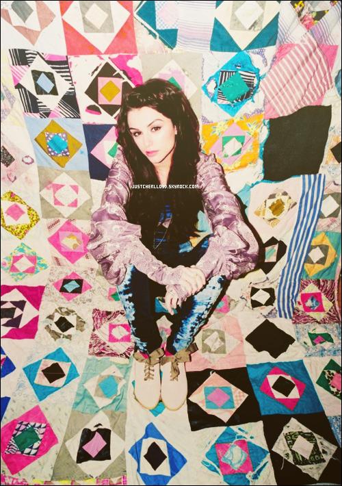 .  — • Voici les photos du shoot de Cher pour le magazine Flavour .