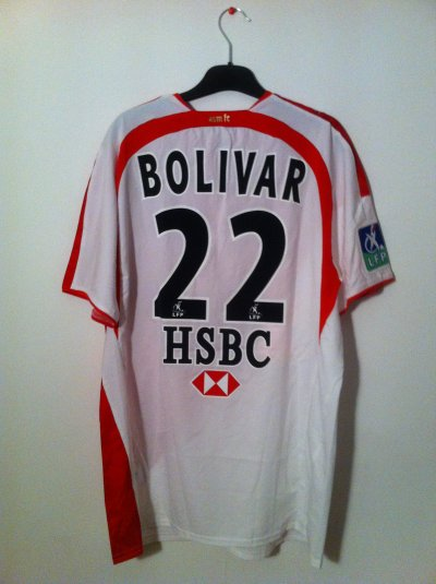 Maillot porté par Bolivar lors de la saison 2006-2007.